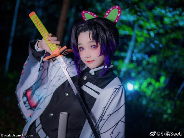 Kochou Shinobu Demon Slayer cosplay by XiaoRouSeeU (9 pics)