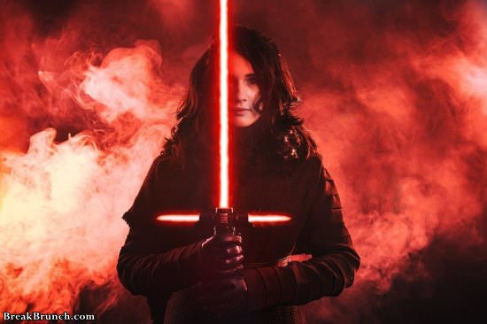 Female Kylo Ren from Star Wars cosplay by Christin McCoy (6 pics)