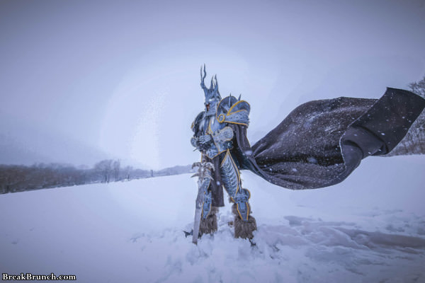 This is the best World of Wacraft Lich King cosplay (9 pics)