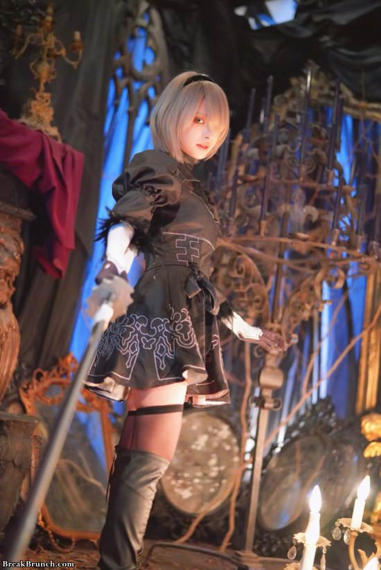 Stunning Nier: Automata cosplay by Kana Momonogi (10 pics)