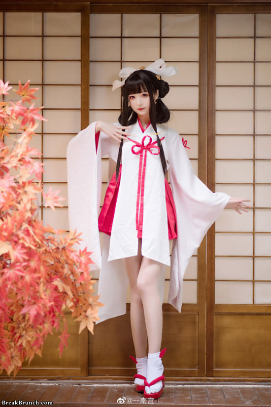 12 awesome cosplay pictures of NanGongOVO in Kimono