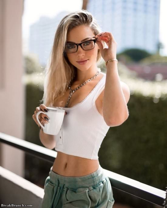 Girls with glasses are so sexy (25 pics)