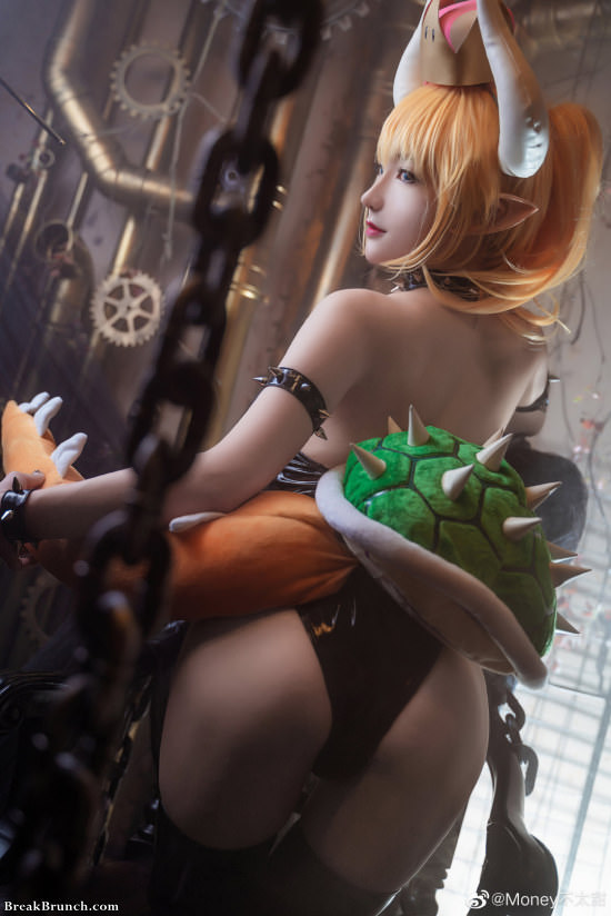 Super Mario Bros Bowsette cosplay by Money (8 pics)