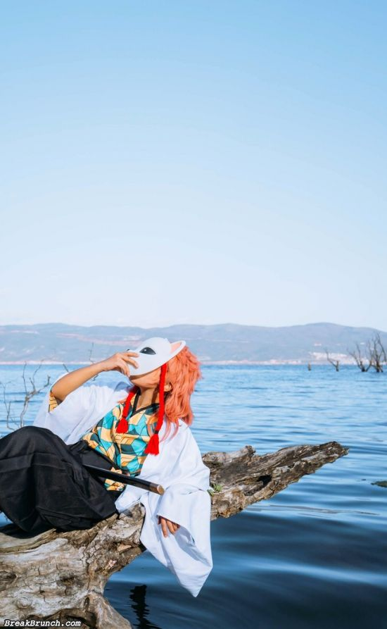 Breathing taking Sabito Demon Slayer: Kimetsu no Yaiba cosplay (9 pics)